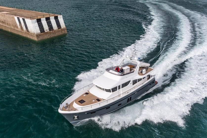 Hardy 65 at 20 knots