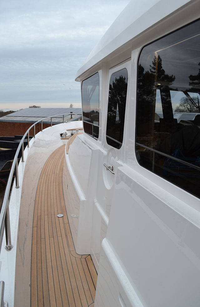 Safe and secure side decks – a typical Hardy feature